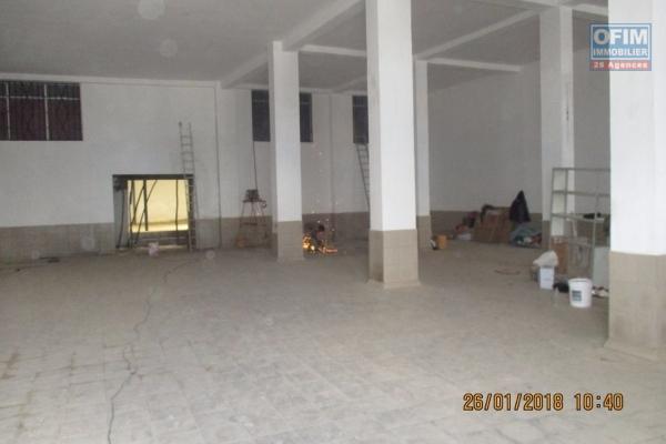 OFIM offre en location un grand depot de 2000m2 à Anosivavaka