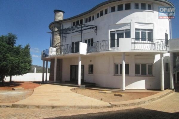 A louer une villa neuve de type F6 avec annexe à Antsampandrano Ilafy Antananarivo