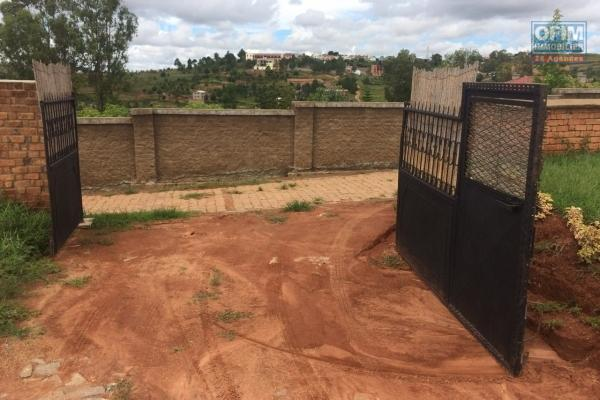 A vendre terrain de 1000 m2 à Itaosy Ankaroka