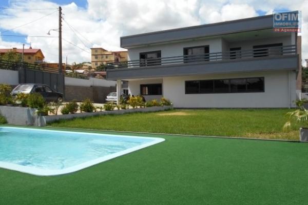 villa type  traditionnelle F5 avec piscine sur la haute ville