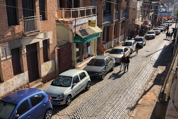 Idéal tout Commerce ,  1er plan route principale  Ankadifotsy  Maison F5 avec parking