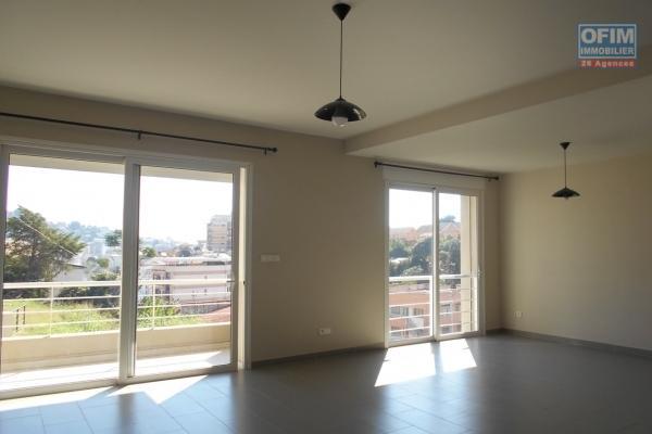 OFIM met en location appartement T3 meublé en centre ville à Mahamasina sécurisé 24h/24