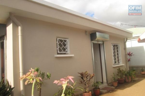 A vendre villa F5 dans un lotissement résidentiel à Itaosy .