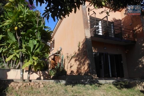 À louer une villa plain-pied de type F5 dans un quartier calme sis à Anjomakely Iavoloha