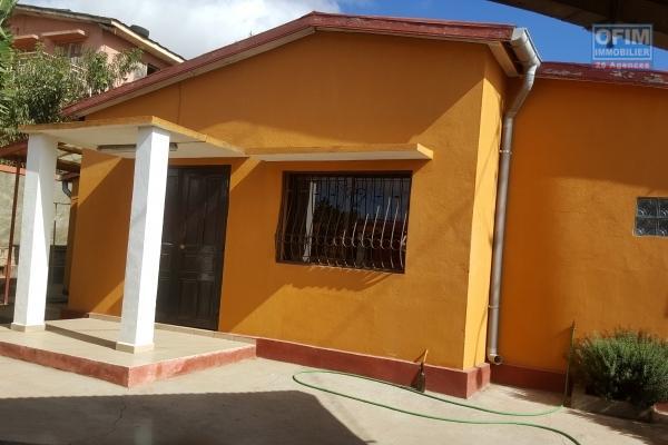 A louer une maison de type F3 à Ampasamadinika Antananarivo