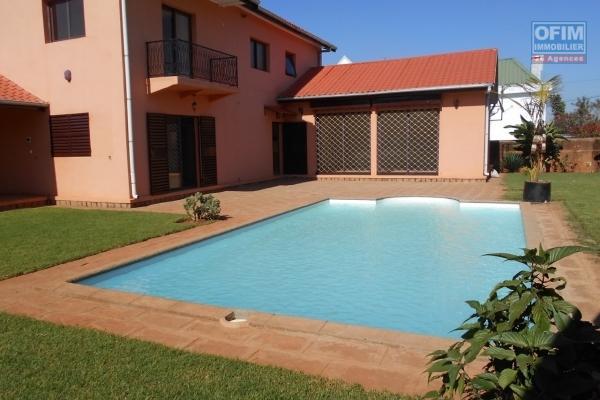 A louer une villa F5 avec piscine à Antehiroka Ivato Antananarivo