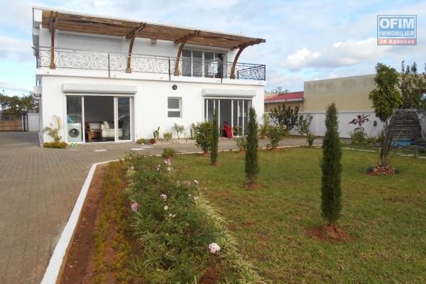 A louer une grande villa à étage de type F6 sur Cité Planton Antananarivo