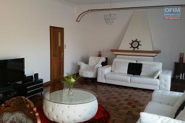 Spacieuse villa F5 de type traditionnelle  avec sur la Haute ville Antananarivo