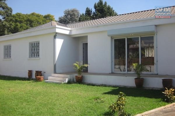 A louer une villa basse F5 neuve se trouvant dans un endroit calme et bien clôturé à Ambohidratrimo