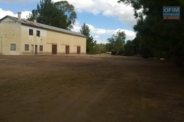 A vendre très beau terrain de 6270 m2 à Ambatobe Ilafy