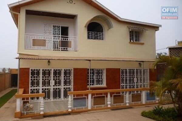 A louer une belle villa F5 neuve avec piscine à Ambatoroka Antananarivo