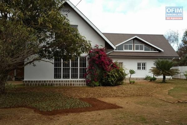 Une villa F4 neuve à Ambatobe