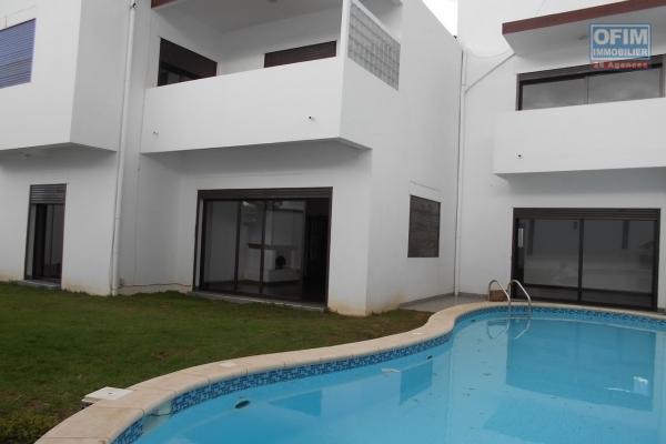 A louer une villa F6 avec piscine dans la résidence bonnet Ivandry Antananarivo