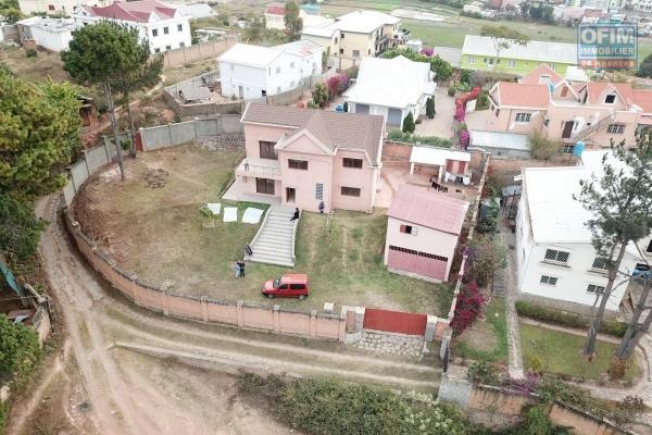 A louer une villa F4 dans une résidence sécurisée sur cité planton à Antananarivo