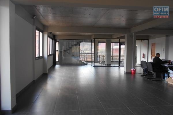 A louer un local de 525m2 déjà amenagé à Alarobia Antananarivo