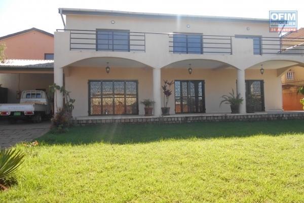 A louer une villa à étage F5 à Antehiroka Ivato Antananarivo