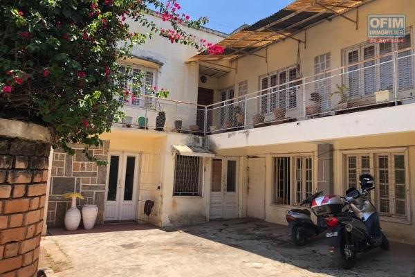 A vendre immense villa de plus de 300 m2 de surface habitable à Ambohitrarahaba