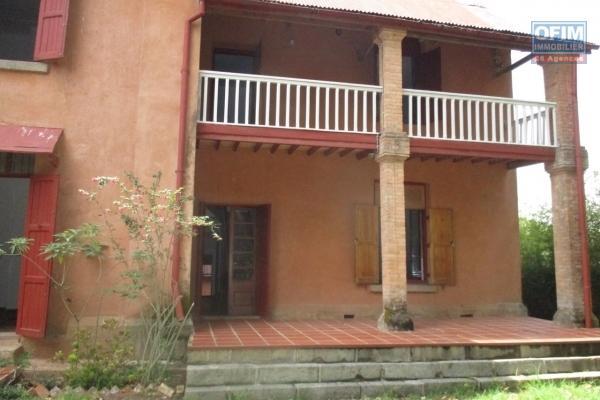 OFIM propose en location une villa F5 avec piscine à Ambatobe