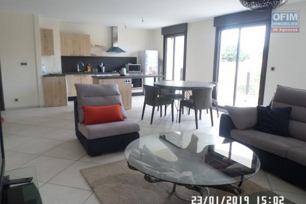 Appartement T 3 meublé en location dans une résidence d'Ivandry, calme et sécurisée.
