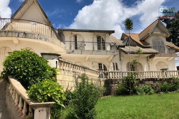 Villa bord de route Alarobia Ivandry