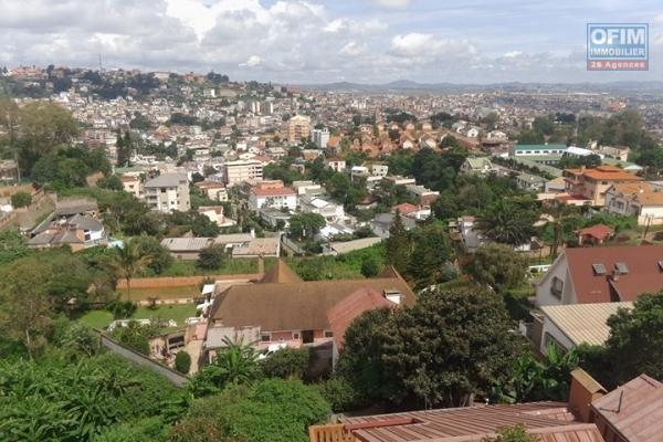 A louer un grand appartement T4 à Analamahitsy Antananarivo