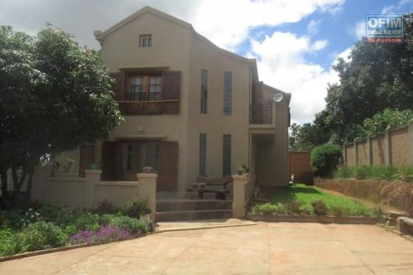 A louer belle villa F6 dans une belle propriété avec beau jardin
