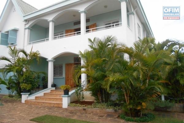 A louer, villa F5 avec vue imprenable sur Tàna sur la hauteur d'Ambatobe- Antananarivo