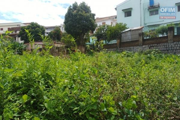 A vendre, un terrain beau de 800 m2, clôturé à Antsahambilo Ivato- Antananarivo