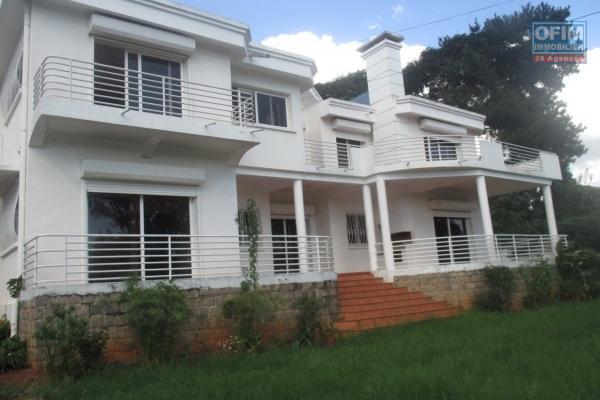 Sapacieuse villa F7 à Andohan'i Mandroseza