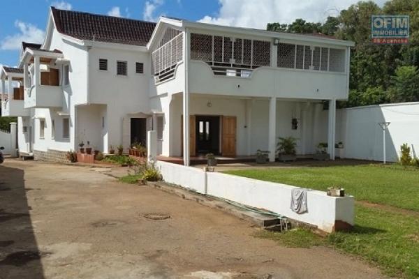 A louer une villa neuve de standing à étage fraîchement construite au norme sise à Mandrosoa Ivato