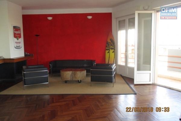 A vendre, un appartement de 154m2 de haut standing situé à Ivandry, belle vue dégagée dans un immeuble sécurisé