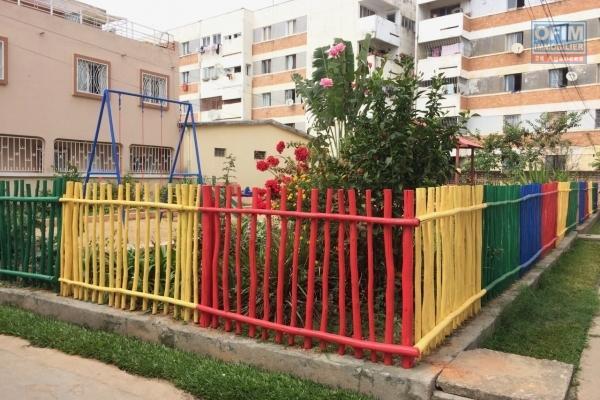 Nous mettons en vente une villa de type F6 avec piscine à Ampitatafika Ankaditany