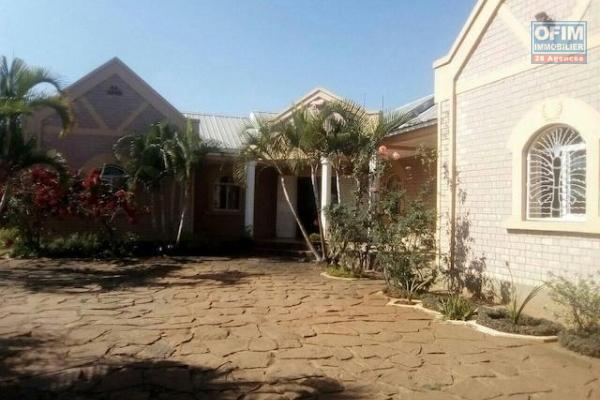 A louer une jolie villa basse F5 dans un quartier résidentiel à Mandrosoa Ivato