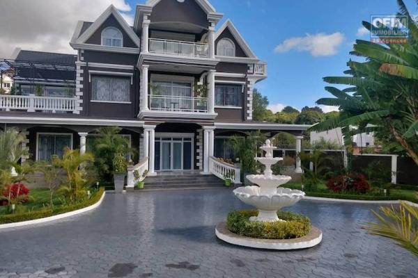 Vente villa hotel ivato Tananarive .