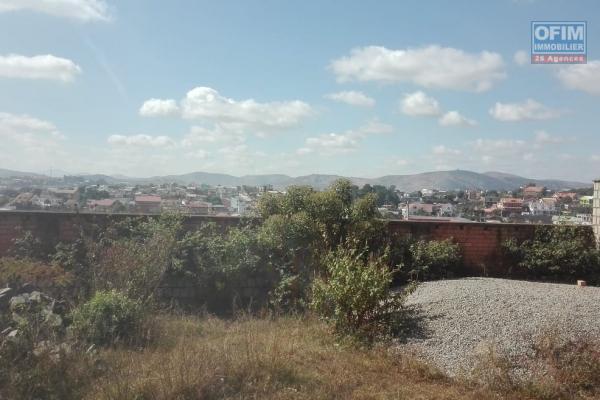 Terrain entièrement clôturé avec Electricité Jirama de 708 m2 dans le quartier d'Ambatobe