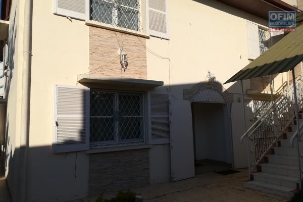 Une villa F5 dans une résidence à Tanjombato