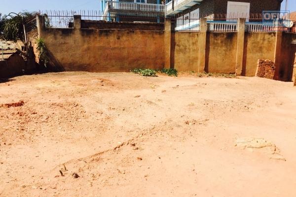 A vendre Terrain de 500 m2 à Ambohidrasirika Mahazoarivo .
