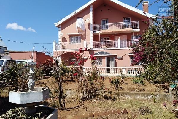 A vendre villa neuve et moderne  F5 à Ivato à 2 pas de la  piscine , tennis , basket , volley ....
