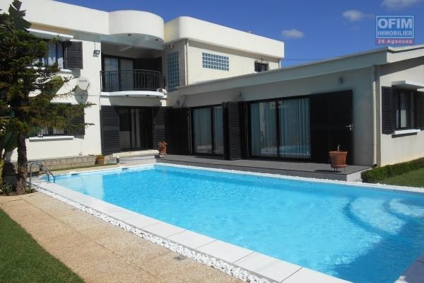 Une Villa F6 avec piscine à Tanjombato