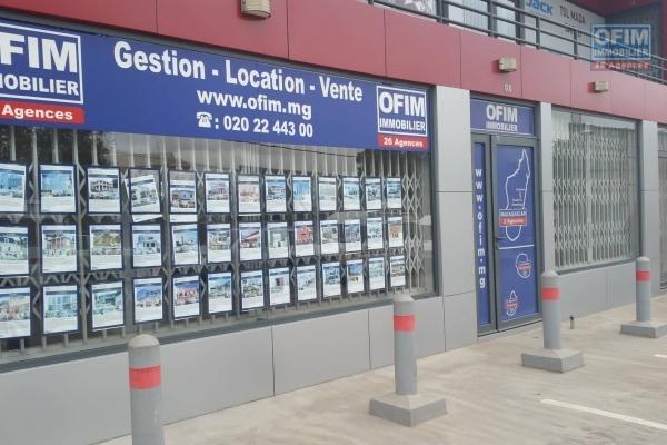 OFIM propose en location un local commercial de 30m2 neuf en BDR pasante à Ivandry