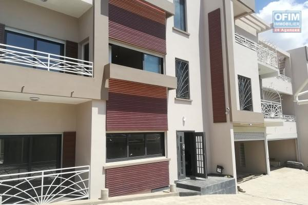 A louer un appartement haut standing T3 meublé situé dans un quartier résidentiel à Androhibe