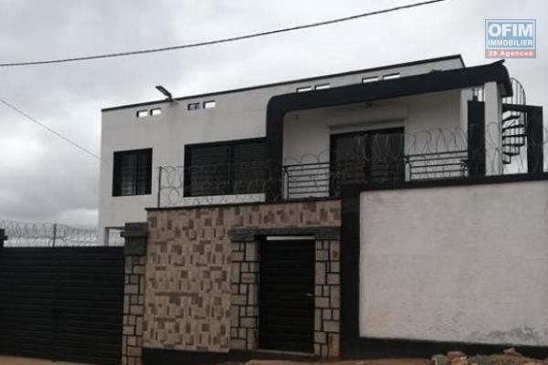 Une villa F4 avec piscine à Ambatobe