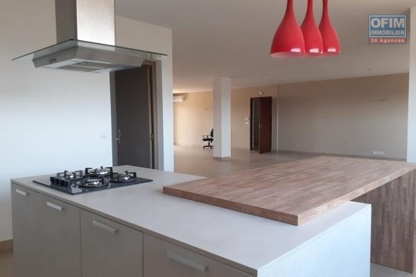 OFIM offre à la vente un appartement de haut standing dans un immeuble sécurisé H24 dans le quartier chic d'Ivandry