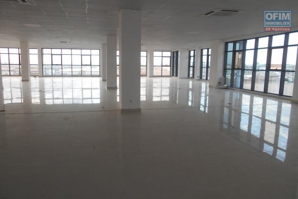 A louer des locaux professionnel de 533m2, 750m2 et 784m2 en plein centre ville Antanimena -Antananarivo