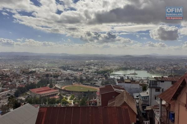 Vente d'une grande ville à étage F7 à Ambohibao