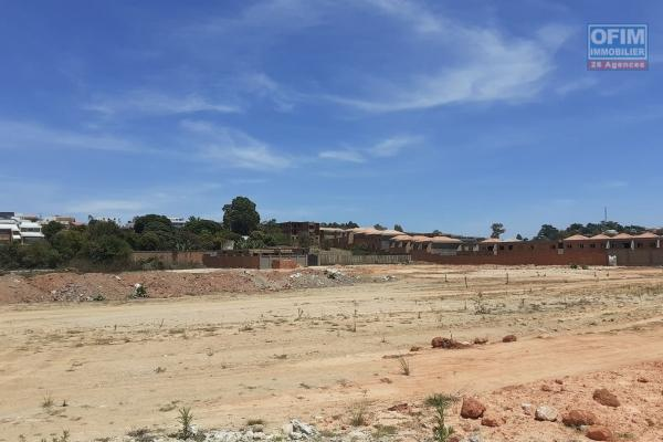 OFIM offre à la vente un terrain de 884m2 dans le lotissement du