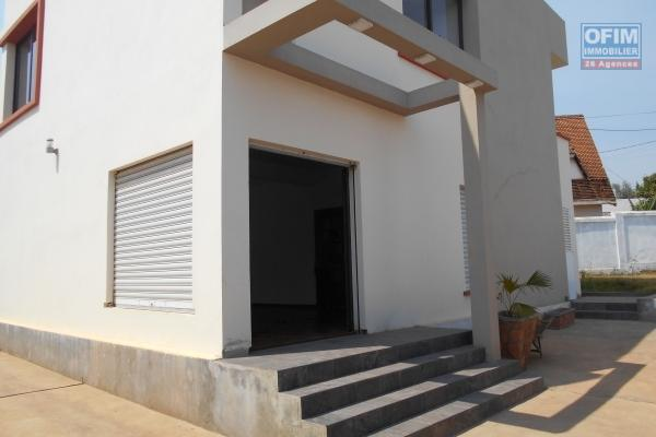 A louer belle villa F5 dans une résidence à Mahatony Ivandry