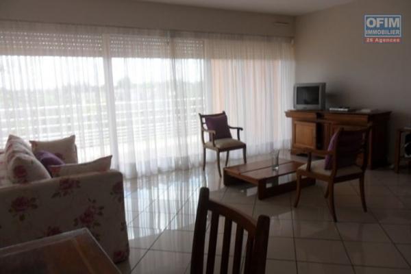 """Deux appartements en duplex et neufs de type T4 de 150m2 et 160m2 sis sur la haute ville de Tanà sont disponibles chez OFIM. Ils sont juste à 5min du """"Rova Manjakamiadana"""" et en moins de  20min du centre ville."""