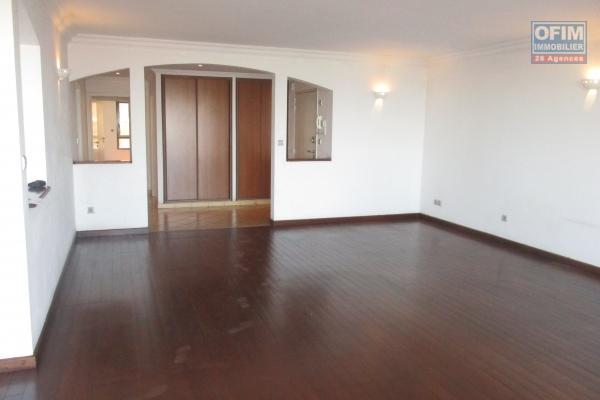 Un grand appartement T3 de 170m2  avec vue sur lac Anosy à  Ambatonakanga  à 7mn à pieds de l'ambassade de France