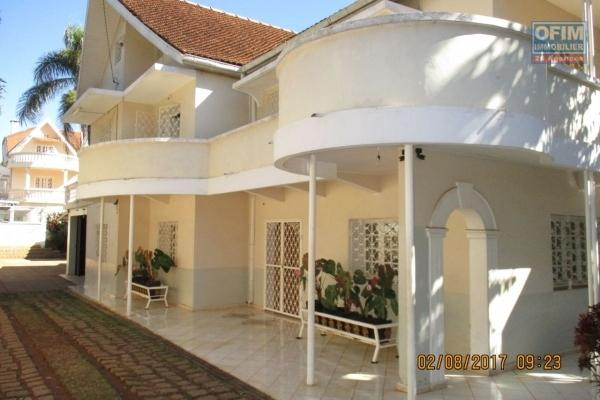 A louer, une villa à étage F5 avec vue panoramique sise à Faravohitra- Antananarivo